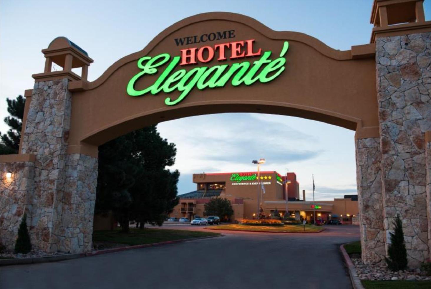 Elegante Hotel Entrance